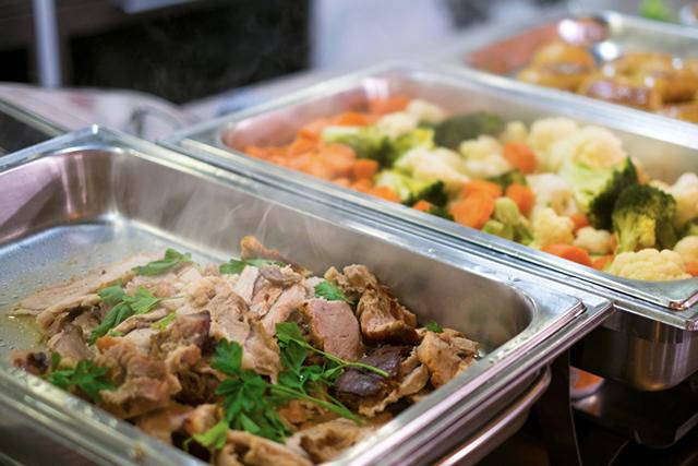 社員食堂や残業食事代には税金がかかる?